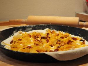 Vegisto's veganer Flammkuchen fertig für den Ofen